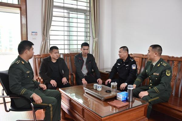 梅江区公安分局李文君副局长到梅江大队与退伍老兵进行亲切交流谈心